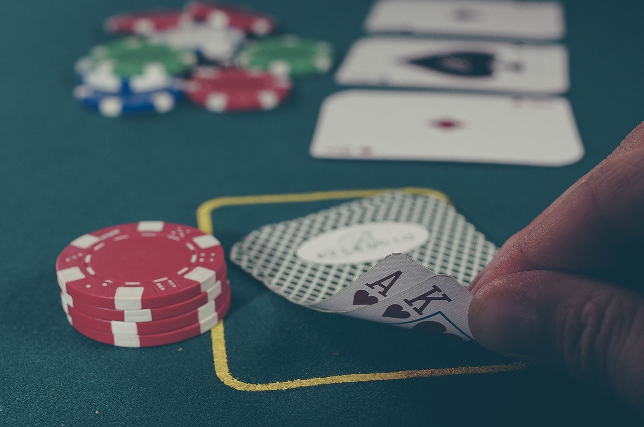 Why is Hold'em Poker so Popular?